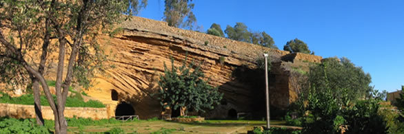 Imbocco della cavità ubicata sul versante settentrionale della Kolymbetra